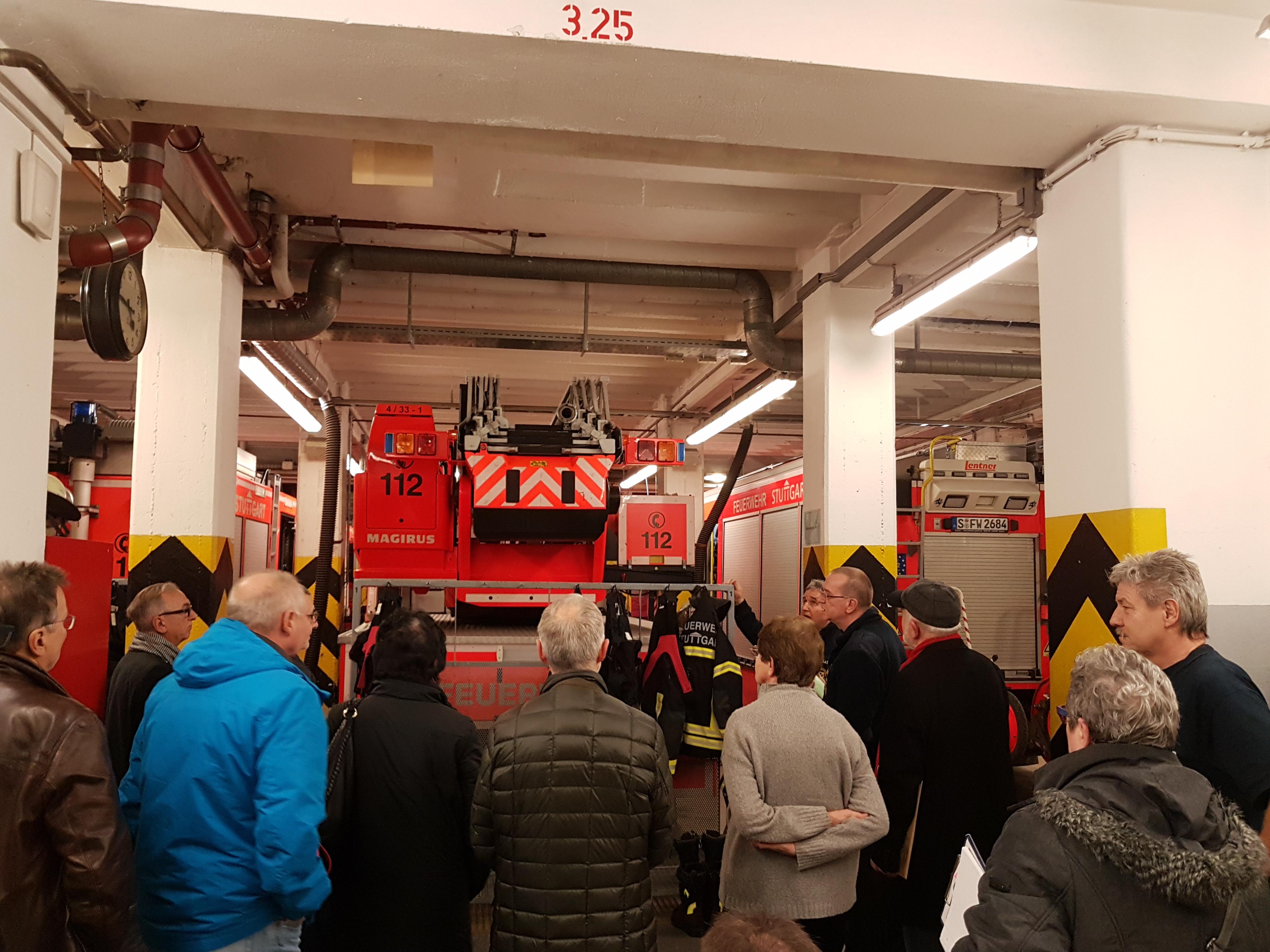 Besichtigung der Feuerwache 4 in Feuerbach durch den Bezirksbeirat
