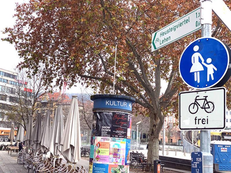 Rad-Wegweiser auf dem Marienplatz
